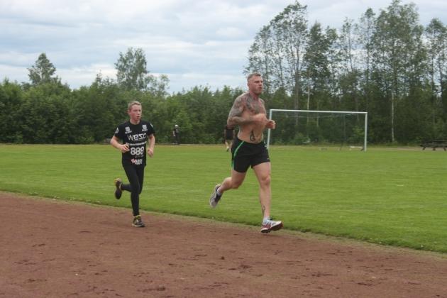 Dagarna består av tre gemensamma träningspass, ett konditions och två styrkepass.
